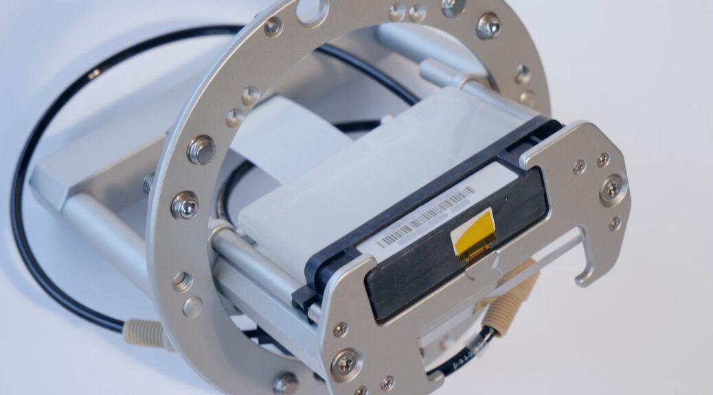 Print head assembly (PHA) by JB Instruments GmbH. Allows to use Dimatix catridges (DMC) with the PiXDRO LP50 inkjet printer (side view)